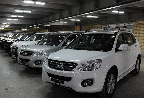 بازار خودرو به گرانی بنزین واکنش نشان می دهد؟